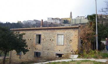 Отдельный дом в сельской местности для восстановления