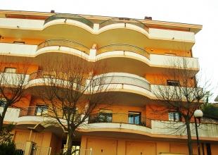 Квартира на продажу в Atri с тремя спальнями, двумя ванными комнатами и террасой с видом на море