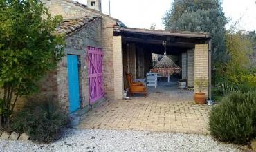 Обновленный коттедж на продажу в Колонья Паэзе, Абруццо.